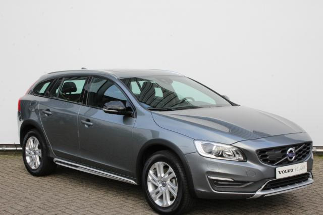 Volvo V60 Cross Country D4 190pk MOMENTUM - Automaat - 17