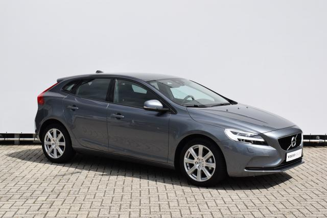 Volvo V40 D2 (120 pk) NORDIC+ Facelift Model - Standkachel - Thors Hammer LED - Afn. trekhaak - Stoelverwarming - Navigatie - Bluetooth - 17'' Sarpas lichtmetalen velgen - Adaptief TFT Display - Volvo On Call - Clean Zone