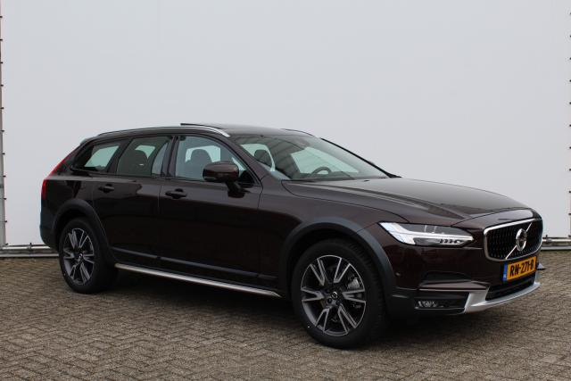 Volvo V90 Cross Country D4 PRO - Intro Line - Luchtvering - Bowers & Wilkins - Parkeerverwarming met Volvo on Call - Panoramadak - Verwarmbaar stuurwiel - Verwarmbare achterbank - Houtinleg - 19