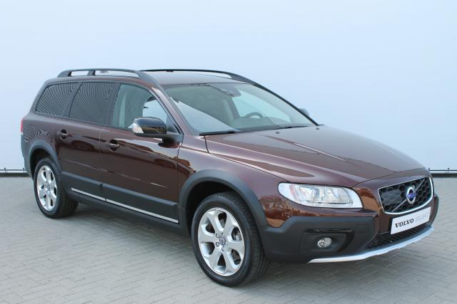 Volvo XC70 D4 Dynamic - Automaat - Standkachel - Adaptive Cruise Control - Xenon - Keyless - Volvo On Call - Parkeersensoren v/a - 18'' LMV
