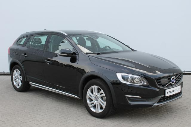 Volvo V60 Cross Country D3 MOMENTUM - Standkachel - Volvo On Call - Xenon - Verw. Voorstoelen - Verw. Voorruit - Verw. Stuur - High Performance Audio - DAB - 17'' LMV