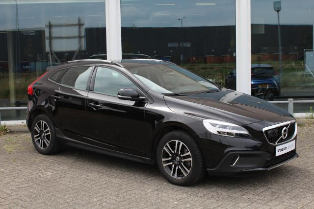 Volvo V40 Cross Country D3 Momentum - Adaptive Cruise Control - Volvo on Call - Parkeerverwarming - Keyless Entry - Parkeercamera - Parkeersensoren v/a - Sensus navigatie - BLIS