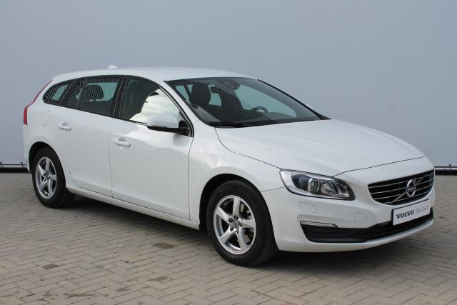 Volvo V60 D3 POLAR+ DYNAMIC - Automaat - Xenon - Navigatie - Volvo On Call - Verw. Voorstoelen - High Performance Audio - 16'' LMV