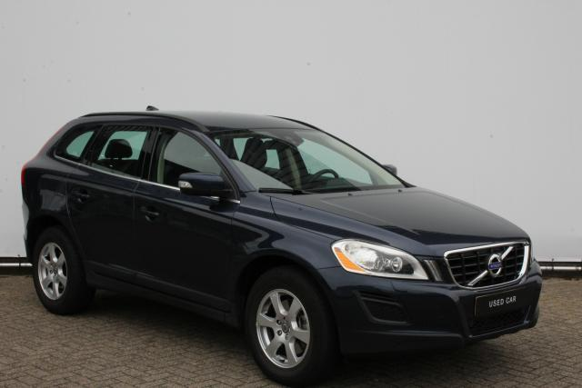 Volvo XC60 T5 240pk MOMENTUM - AUTOMAAT - Navigatie - Xenon - Afn. trekhaak - Stoelverwarming - Parkeersensoren achter - High Performance Audio - City Safety