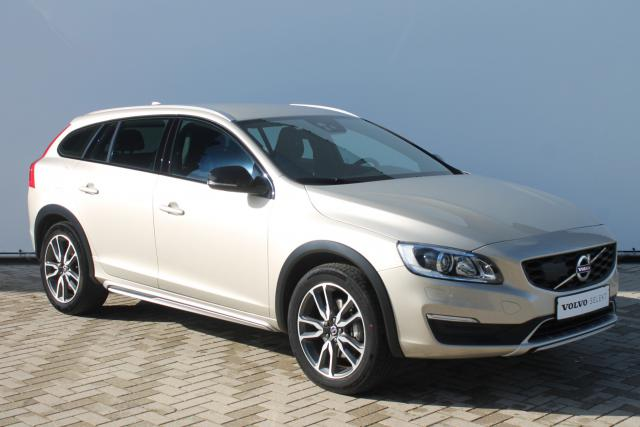 Volvo V60 Cross Country D3 Momentum - Automaat - Standkachel - Adaptive Cruise Control - Volvo On Call - Achteruitrijcamera - Keyless - Navigatie - Verw. Stoelen - Verw. Stuur - Trekhaak Afneembaar - 18'' LMV