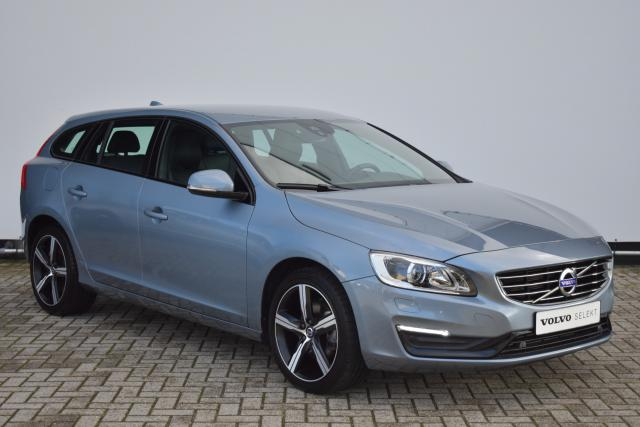 Volvo V60 T4 (190pk) Dynamic - Navigatie Lifetime Mapcare - Lederen Sportstoelen - Xenon - 18'' LMV - Parkeersensoren V/A - High Performance Audio - El. Verst. Best. Stoel - Dimmende Binnen- & Buitenspiegels