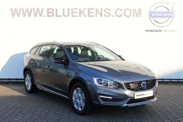 Volvo V60 Cross Country CC D3 (150pk) Momentum - Automaat - Xenon -Park Assist Camera - Navigatie (Lifetime Mapcare) - Verw. Voorruit - High Performance Audio - 17'' Lichtmetalen Velgen