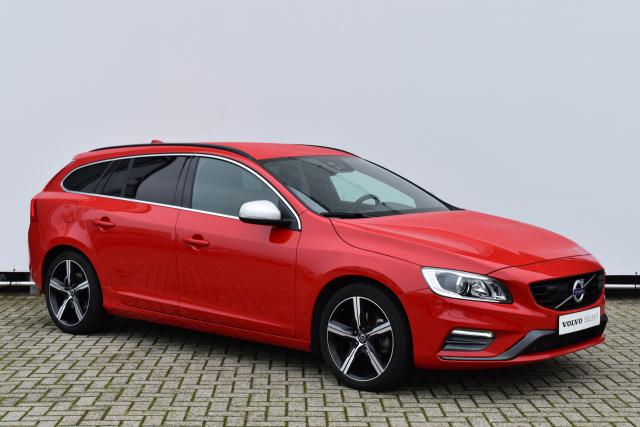 Volvo V60 T4 (190pk) R-Design - Automaat - Adaptive Cruise Control - Park Assist Camera - Standkachel - Volvo On Call - Trekhaak - Verw. Zittingen V/A & Stuurwiel - Parkeercamera - El. Verst. Bestuurdersstoel - Xenon - 18'' Ixion LMV - Keyless entry/start