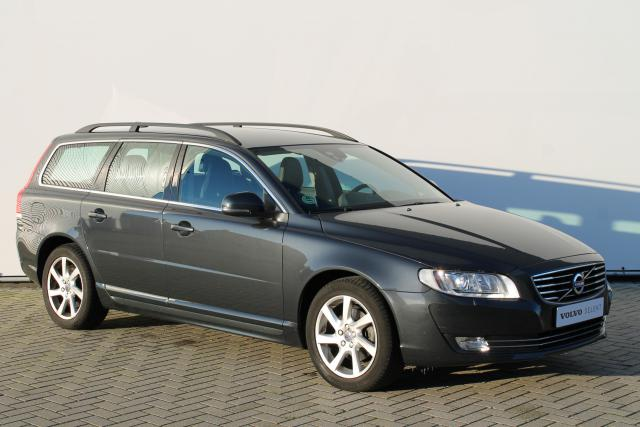 Volvo V70 T4 Nordic+ - Standkachel - Xenon - Navigatie - Verw. Voorstoelen - Verw. Voorruit - Roof Rails - Volvo On Call - High Performance Audio - Trekhaak - 17'' LMV