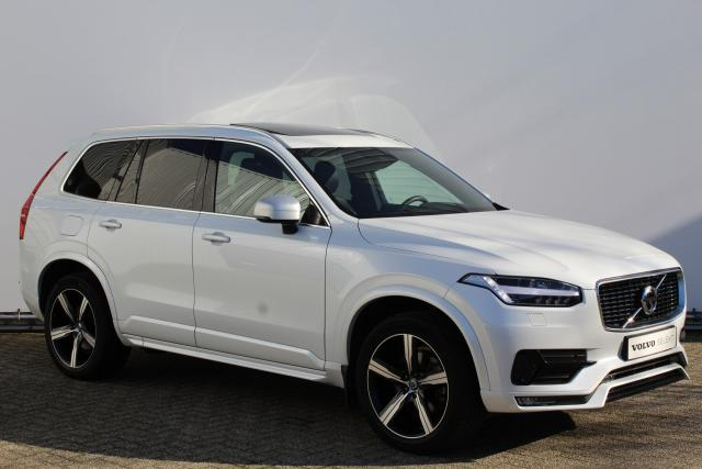 Volvo XC90 D5 AWD R-Design - Automaat - Navigatie - Luchtvering - 360° Camera - Verw. voorstoelen & achterbank - Head up Display - Pilot Assist - BLIS - Bowers & Wilkins - Panorama/schuifdak - Keyless Entry - Elektrische achterklep