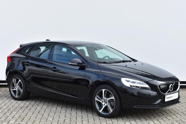 Volvo V40 D3 (150pk) Momentum - AUTOMAAT - Adaptive Cruise Control - BLIS - Parkeercamera - Standkachel - Volvo On Call - Verw. Zittingen V/A - Parkeersensoren V/A - FULL LED - 17'' Spider LMV