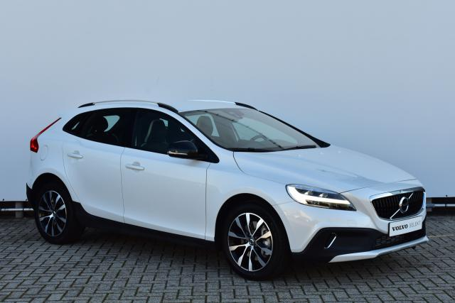Volvo V40 Cross Country CC T3 (150pk) Dynamic Edition - AUTOMAAT - Volvo On Call - Trekhaak Afneembaar - Navigatie - Voorruit verwarming - afneembare Trekhaak - 17