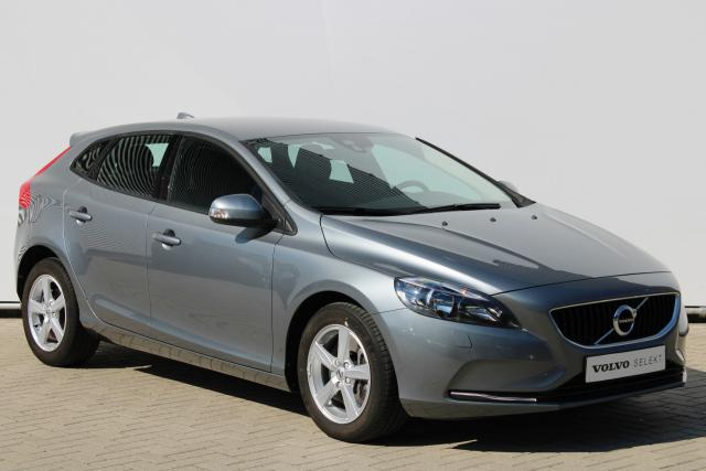 Volvo V40 T3 Kinetic - Automaat - Standkachel - Volvo On Call - Regensensor - Parkeersensoren achter - Verw. Stoelen v/a - High Performance Audio - 16'' LMV