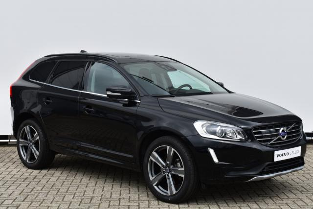 Volvo XC60 D3 (150 pk) FWD Momentum Navigatiesysteem - Verwarmbare voorstoelen - Verwarmbaar stuurwiel - Panoramadak - Adaptieve cruisecontrol - Blind Spot Information - Lane departure - Parkeercamera - Standkachel - Volvo on Call