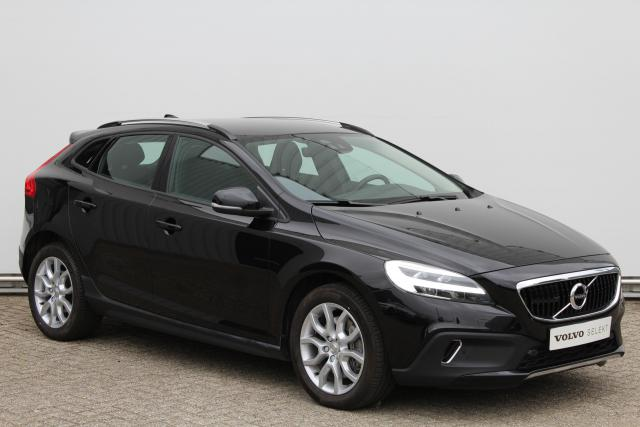 Volvo V40 Cross Country T3 Momentum - Automaat - Navigatie - Verwarmde voorstoelen & achterbank - Standkachel - Keyless entry - Volvo on Call - LED koplampen - Adaptieve Cruise control - Lane Keep assist - Botswaarschuwing - BLIS - Regensensor - 17'' LMV