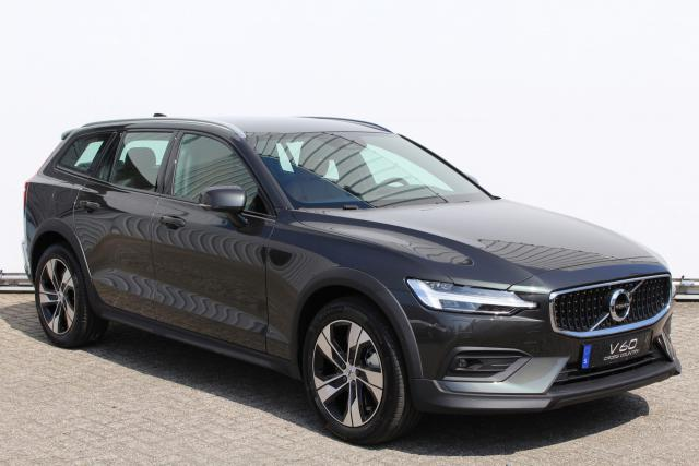 Volvo V60 CC D4 AWD Intro Edition - NIEUW OP VOORRAAD - Adaptive Cruise Control - Harman Kardon - Sensus navi - Volvo on Call - Parkeerverwarming - DAB+ - Parkeerverwarming - Leder - Full-LED koplampen - 18