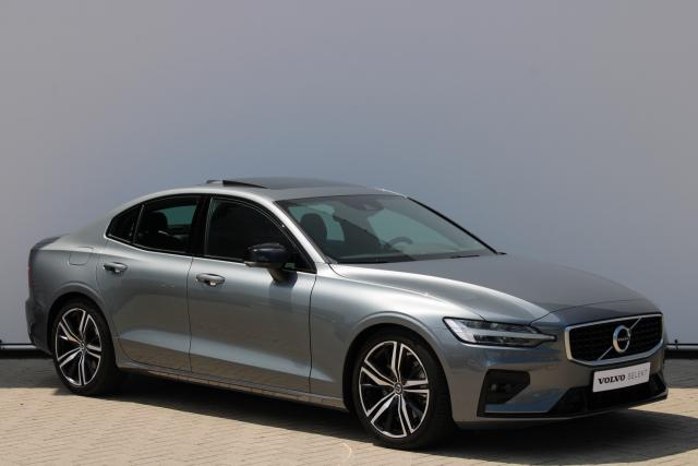 Volvo S60 T5 Intro Edition - Schuifdak - Standkachel - Head up display - Harman Kardon - DAB - Intellisafe Assist - Intellisafe Surround - Achteruitrijcamera - Keyless - Parkeersensoren v/a - Verw. Stoelen v/a - Verw. Stuur - 19'' LMV