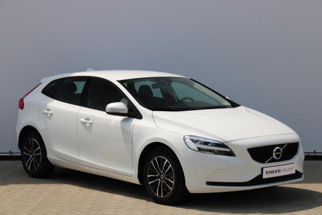 Volvo V40 T2 Polar+ - Automaat - Verw. Voorstoelen - LED - Navigatie - Parkeersensoren achter - High Performance Audio - Volvo On Call - 16'' LMV