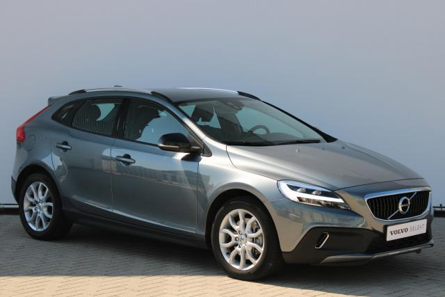 Volvo V40 Cross Country T3 Nordic+ - Automaat - Navigatie - Verwarmde voorruit & voorstoelen - Parkeersensoren achter - High Performance Audio - Standkachel - Volvo on Call - LED koplampen - 17''