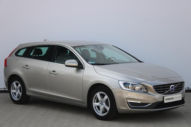Volvo V60 D3 Summum - Standkachel - Xenon - Verwarmbare Voorstoelen - Verwarmbare Voorruit - Navigatie - Volvo On Call - High Performance Audio - Parkeersensoren achter - 16'' LMV