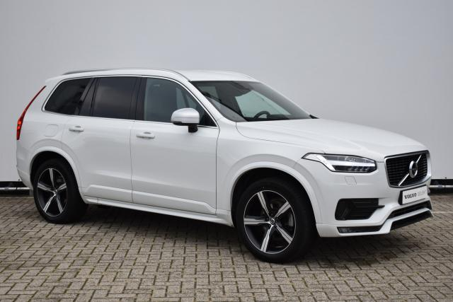 Volvo XC90 T5 (250pk) AWD R-Design - AUTOMAAT - Standkachel - Head Up Display - Verw. Zittingen V/A & Stuurwiel - Harman Kardon Audio - Trekhaak inklapbaar - 360 Camera - Getint Glas - Volvo On Call - Intellisafe - 20'' LMV