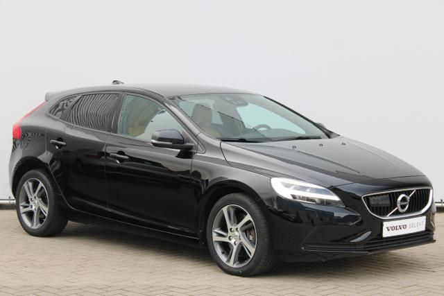 Volvo V40 T3 Momentum - Automaat - Adaptive Cruise Control - Standkachel - LED - Navigatie - Getint Glas - Volvo On Call - Parkeersensoren achter - Verwarmbare Stoelen v/a - High Performance Audio - 17'' LMV