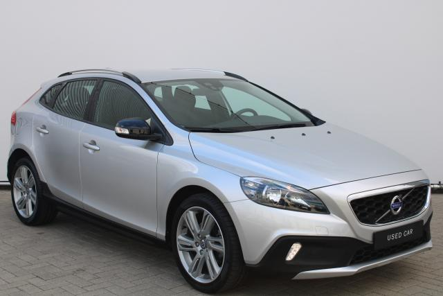 Volvo V40 Cross Country D2 Kinetic - Navigatie - High Performance Audio - Parkeersensoren achter - Cruise Control - Climate Control - 18'' LMV