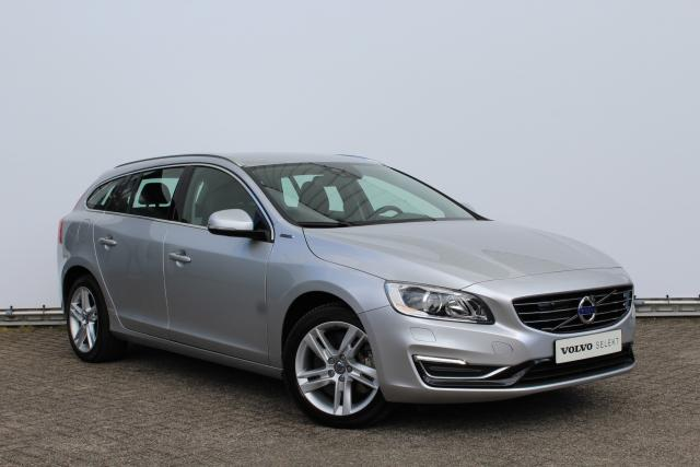 Volvo V60 D6 AWD Plug-In Hybrid Summum - incl. BTW - 7% bijtelling - Intellisafe Pro Line - Volvo on Call - Parkeerverwarming - Navigatie - Sportleder - 17