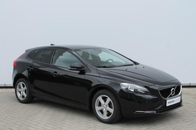 Volvo V40 T2 Kinetic - Facelift Model - Navigatie - Verw. Voorstoelen - Verw. Voorruit - Parkeersensoren v/a - Regensensor - High Performance Audio - 16'' LMV