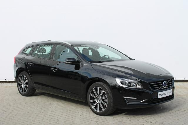 Volvo V60 D5 HYBRID SPECIAL EDITION - INCL. BTW - 15% Bijtelling - Navigatie - Volvo On Call - Xenon - High Performance Audio - 18'' LMV