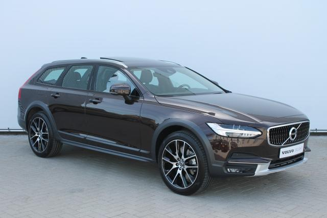 Volvo V90 Cross Country CC D5 AWD 235PK - Schuifdak - Bowers & Wilkins - Standkachel - Volvo On Call - Keyless - Head-up Display - Verw. Stoelen v/a - Verw. Stuur - Pilot Assist - 20'' LMV