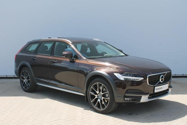 Volvo V90 Cross Country D5 AWD 235PK Aut. - Schuifdak - Bowers & Wilkins - Standkachel - Volvo On Call - Keyless - Head-up Display - Verw. Stoelen v/a - Verw. Stuur - Pilot Assist - 20'' LMV