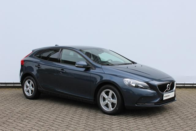 Volvo V40 T2 Kinetic Facelift Model - Business Pack Connect - Verwarmbare voorstoelen - LED dagrijverlichting - Parkeersensoren Voor/Achter - Cruise Control - Elektrisch bedienbare kindersloten - Noodreservewiel - Extra getint glas - Regensensor - Verwarm