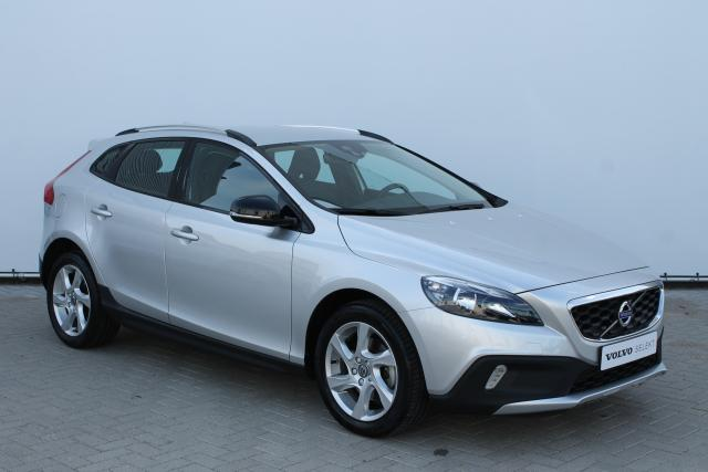 Volvo V40 Cross Country T4 180PK MOMENTUM - Navigatie - Climate Control - Cruise Control - High Performance Audio - Parkeersensoren achter - 17'' LMV