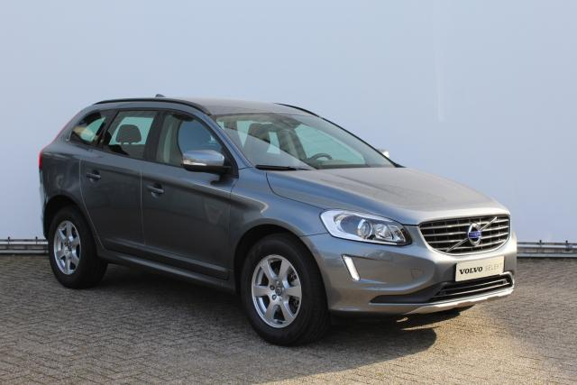 Volvo XC60 D3 150pk Kinetic - Automaat - Xenon - Navigatie - Parkeersensoren - High Performance Audio - Stoelverwarming - TFT Display - Family Line - 17'' LMV